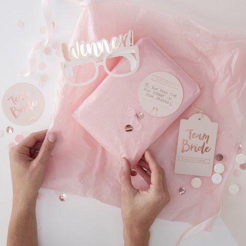 vrijgezellenfeest-spel-pass-the-parcel-team-bride