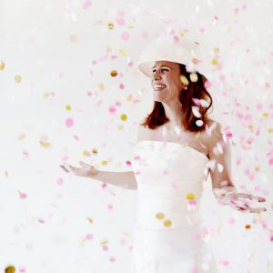 bruiloft-decoratie-confetti-gold-peach-2