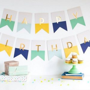 feestartikelen-slinger-happy-birthday-pastel-white