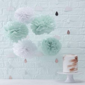 bruiloft-decoratie-pompoms-mint-wit