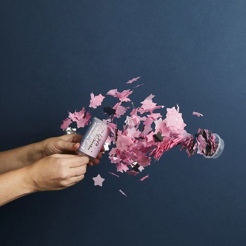 babyshower-decoratie-gender-reveal-confetti-poppers-we-wonder-what-you-are-3