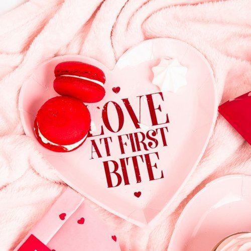 feestartikelen-papieren-bordjes-love-at-first-bite-be-my-valentine-2