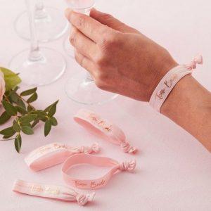 vrijgezellenfeest-decoratie-armbandjes-team-bride-floral-hen (3)