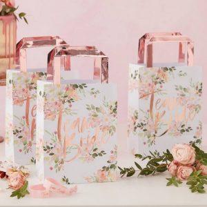 vrijgezellenfeest-decoratie-papieren-tasjes-team-bride-floral-hen