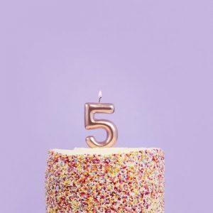 feestartikelen-taartkaars-rosegoud-cijfer-5