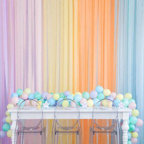 feestartikelen-crepe-papier-slinger-lichtblauw-2