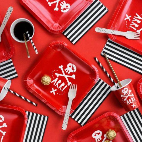 kinderfeestje-versiering-papieren-bekertjes-pirates-party-rood-4