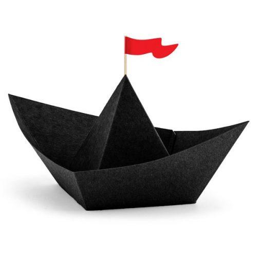 kinderfeestje-versiering-papieren-decoratie-black-boats-pirates-party-3
