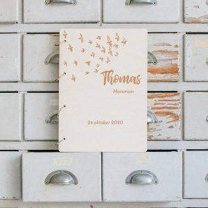kraamcadeau-houten-bewaarboek-birds-gepersonaliseerd-7