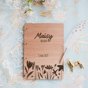 kraamcadeau-houten-bewaarboek-bloemen-gepersonaliseerd-7
