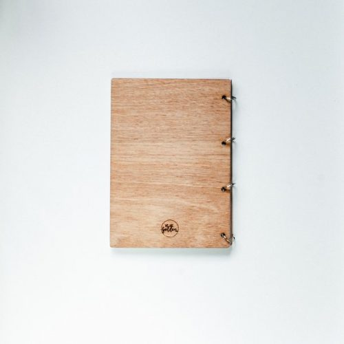 kraamcadeau-houten-bewaarboek-boho-gepersonaliseerd