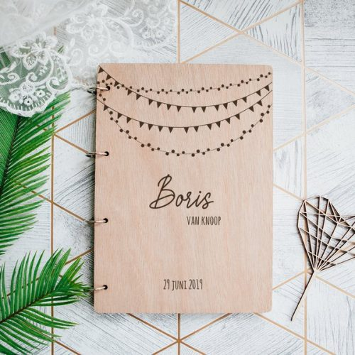 kraamcadeau-houten-bewaarboek-festival-gepersonaliseerd-8