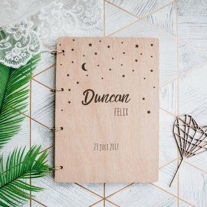 kraamcadeau-houten-bewaarboek-sterrennacht-gepersonaliseerd-4