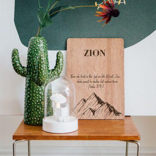 kraamcadeau-houten-naam-poster-bergen-gepersonaliseerd-2
