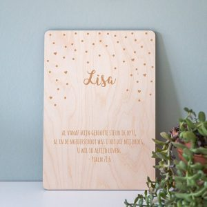 kraamcadeau-houten-poster-naam-confetti-gepersonaliseerd