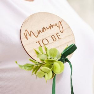 babyshower-versiering-houten-badge-mummy-to-be-botanical-baby-2