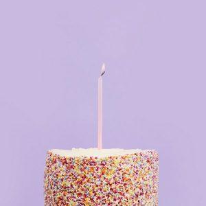 feestartikelen-skinny-taartkaarsen-metallic-baby-pink-2