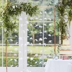 feestartikelen-backdrop-white-origami-flower-botanical-wedding-3.jpg