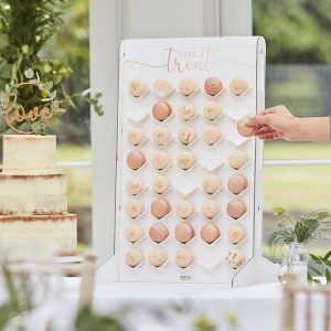 feestartikelen-macaron-wall-botanical-wedding-2.jpg