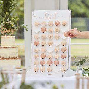 feestartikelen-macaron-wall-botanical-wedding-2.jpg