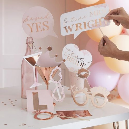 vrijgezellenfeest-versiering-photobooth-props-blush-hen-gepersonaliseerd-2.jpg