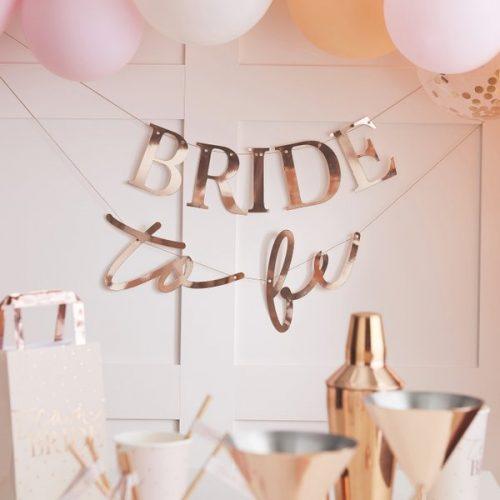 vrijgezellenfeest-versiering-slinger-bride-to-be-blush-hen-2.jpg