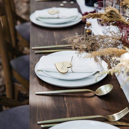 bruiloft-decoratie-houten-plaatskaartjes-hearts-4.jpg