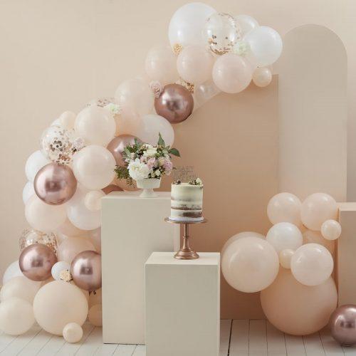 babyshower-versiering-ballonnenboog-peach-white-rose-gold-baby-in-bloom-2