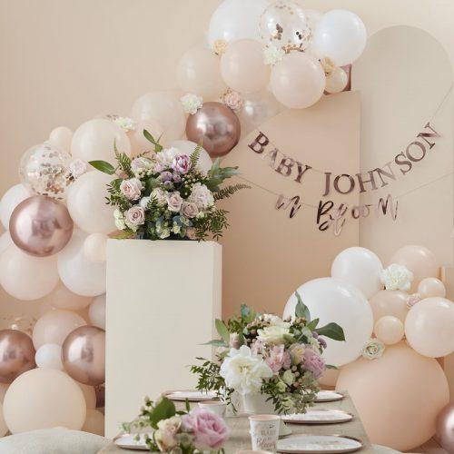 babyshower-versiering-ballonnenboog-peach-white-rose-gold-baby-in-bloom-3