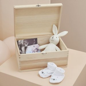 babyshower-versiering-houten-memory-box-baby-in-bloom-2