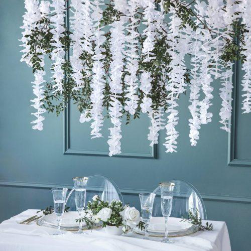 bruiloft-decoratie-bloemenslinger-wit-2.jpg