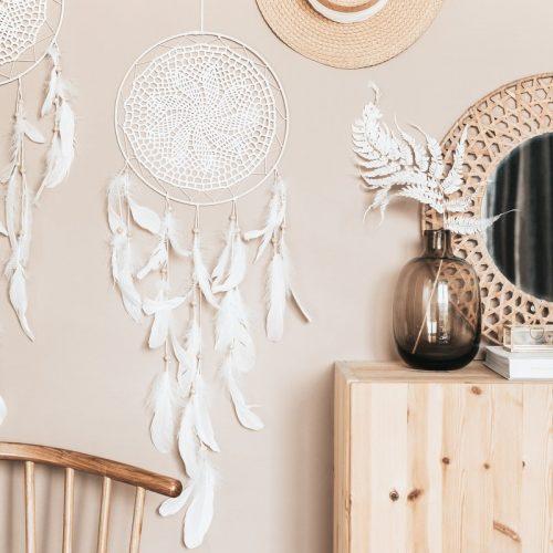 bruiloft-decoratie-dromenvanger-feathers-off-white-2-1.jpg