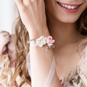 bruiloft-decoratie-polscorsage-bloem-peach-2.jpg